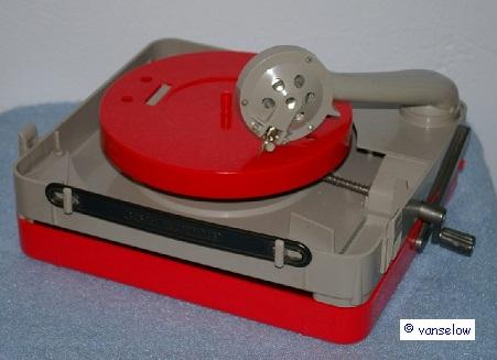 handbetriebenes Reisegrammophon